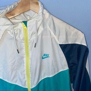 Nike Sportswear Lighweight Windbreaker Jacket
